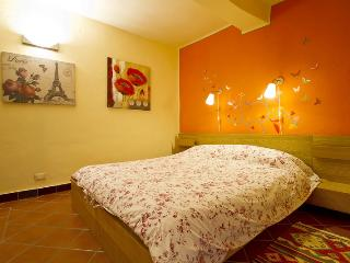 Double room on the main square - Orta San Giulio vacation rentals