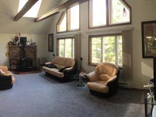 Unwind in beautiful Pocono Mountain Chalet - Mount Pocono vacation rentals