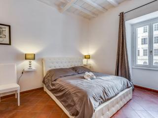 Colosseum Monti Home - Rome vacation rentals