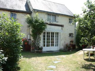 Bright 2 bedroom Cottage in Fontevraud-l'Abbaye with Internet Access - Fontevraud-l'Abbaye vacation rentals