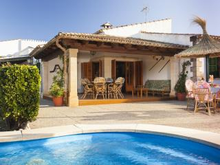 Cozy 3 bedroom Pollenca Cottage with Internet Access - Pollenca vacation rentals