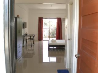 15mins to Alabang, Near Evia Daang Hari, Fernbrook - Muntinlupa vacation rentals
