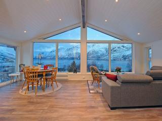 Cozy 3 bedroom Tromsø Apartment with Internet Access - Tromsø vacation rentals