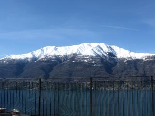 Bilocale con splendida vista lago - Dorio vacation rentals