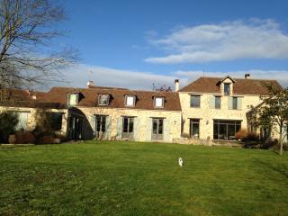 Suite familiale de luxe à 25 Km de Paris - Saint-Germain-les-Arpajon vacation rentals