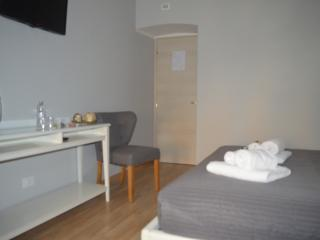 Gmatt Rooms Guest House - Camera Matrimoniale - Rome vacation rentals