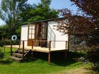Nice 1 bedroom Shepherds hut in Devizes with Internet Access - Devizes vacation rentals