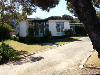 Torquay cute hol Unit/ house 2 b/rooms sleeps 4/5 - Torquay vacation rentals