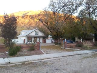 4 BR Pioneer Home-pet friendly,  Zions Nat. - Hurricane vacation rentals