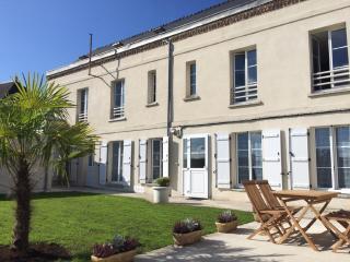 """Laon- Cité médiévale- Studio """"Les Lilas""""- avec jardin et Spa privatif - Laon vacation rentals"""