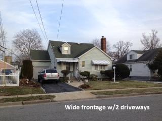 7 bedroom House near Hofstra University & Coliseum - Uniondale vacation rentals