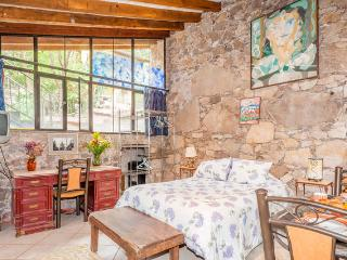 Cozy Studio with Long Term Rentals Allowed (over 1 Month) and Housekeeping Included - San Miguel de Allende vacation rentals