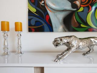 WANDERLUXE! 2bed/2bath OXFORD CIRCUS WOW DESIGN - London vacation rentals
