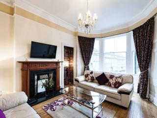 Beautiful Central Apartment with Free Parking - Edinburgh vacation rentals