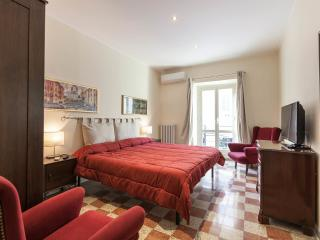Times Rome Colosseum-Comfort, simple and wide apt. - Rome vacation rentals