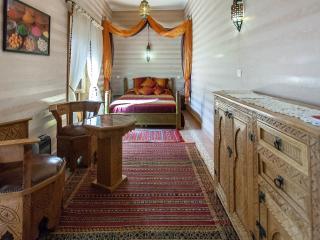 Riad DAR MAR OUKA chambre FES - Marrakech vacation rentals