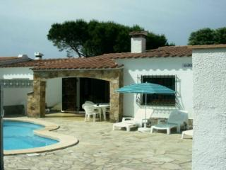 3 Bed villa L'Escala with private pool and gardens - L'Escala vacation rentals