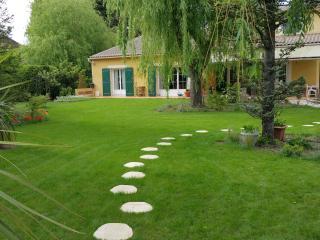 Villa de Vacances avec Piscine pres Luberon - Le Thor vacation rentals