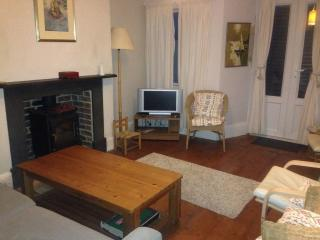 Charming 4 bedroom Sandgate Cottage with Internet Access - Sandgate vacation rentals