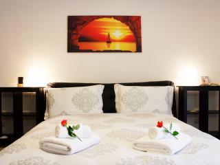 Cozy 2 bedroom Condo in Verona - Verona vacation rentals