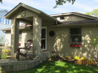 """The Little Beach House"" Port Stanley Ontario - Port Stanley vacation rentals"