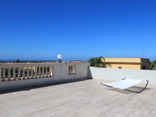 villa con terrazza panoramica vista mozzafiato - Villaggio Mose vacation rentals