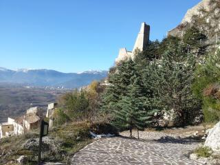 Eco shelter delizioso rifugio natura - Roccacasale vacation rentals