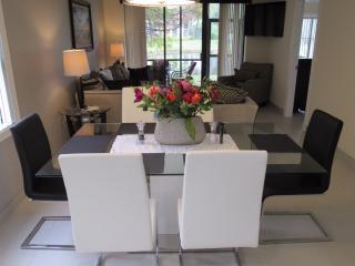 Lavish 2BR/2BA Condo. Mins to IMG/Beaches/Dining. - Bradenton vacation rentals