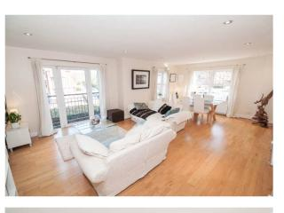 Beautiful open plan 3 bedroom apartment in Belfast - Belfast vacation rentals