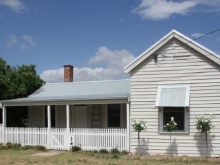 Parson's Retreat, 1882, history and comfort - Bendigo vacation rentals
