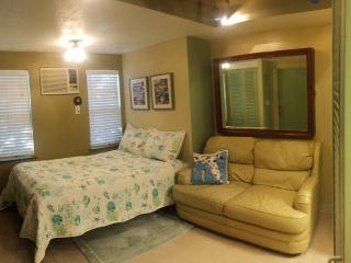 Cozy Beach Studio In Miami - North Miami Beach vacation rentals