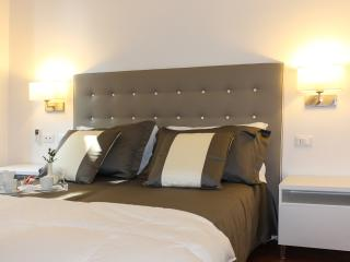 Domus Alba Rosae 2 @ Spanish Steps! - Rome vacation rentals