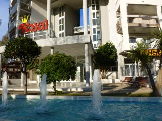 In the heart of Salou with pools & near beach. - Salou vacation rentals