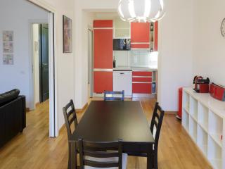 Apartment one street off the beach downtown - Nice vacation rentals