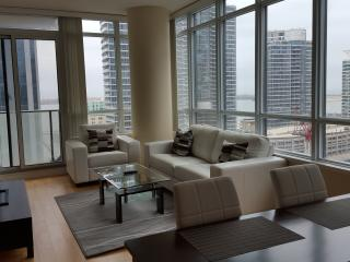 2 Bed Stylish Downtown Condo Harbourfront - Toronto vacation rentals