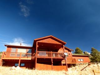 Mountain Views From A Spacious, Newer Home - Estes Park vacation rentals