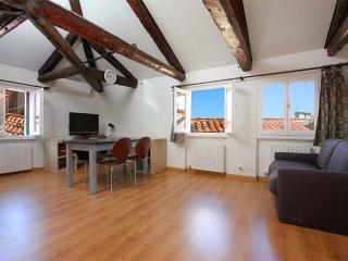Romantic 1 bedroom Venice Apartment with Television - Venice vacation rentals