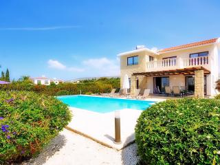 Villa With Private Pool & Car Hire Not Required - Peyia vacation rentals