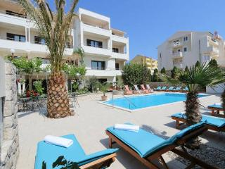 Zvonko 1 ap for 4 people with pool - Novalja vacation rentals