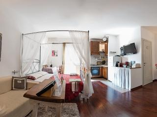Appartamento GRECALE - Lido di Ostia vacation rentals