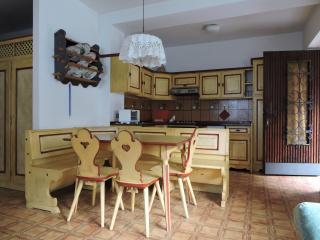 Comodo appartamento per quattro persone in villa - Moena vacation rentals