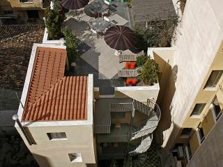 5 b'room house next to Plaka. Rooftop garden.WiFi - Athens vacation rentals