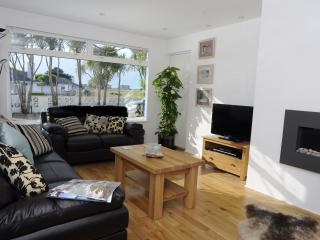 Lovely Condo with Washing Machine and Television - Saint Brelade vacation rentals