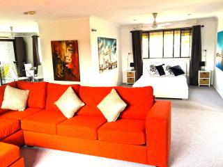 Beautiful Studio with Television and Balcony - Elanora vacation rentals