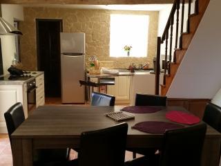 Jolie maison de village dans rue calme - Calenzana vacation rentals