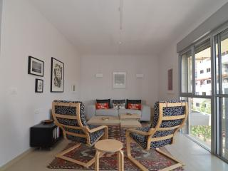Ranak - (Old North) Tel Aviv - 2 Bed Apartment - Tel Aviv vacation rentals