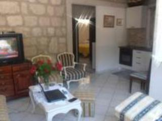 Cosy ground floor apartment with parking - Mokosica vacation rentals