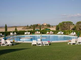 Appartamento Trilocale con piscina vicino Siena - Isola d'Arbia vacation rentals