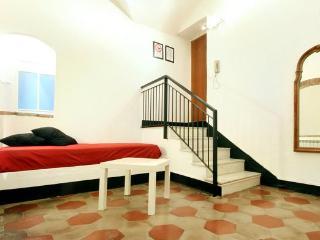 Appartamento nel centro storico di Albenga - Albenga vacation rentals