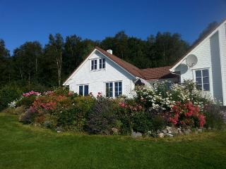 Attractive cottage with a large water property - Vindafjord Municipality vacation rentals